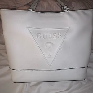 ALL WHITE GUESS SHOULDER BAG